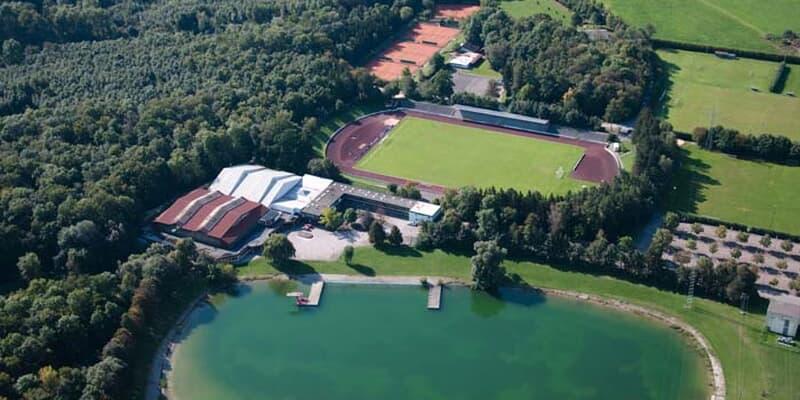 Stadiongaststätte aus der Luft