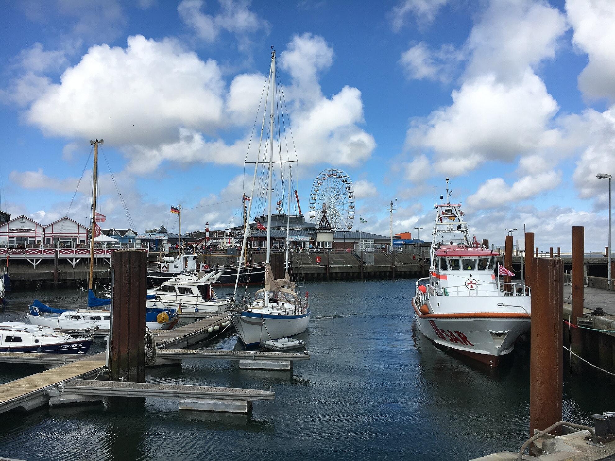 Lister Hafen mit Riesenrad