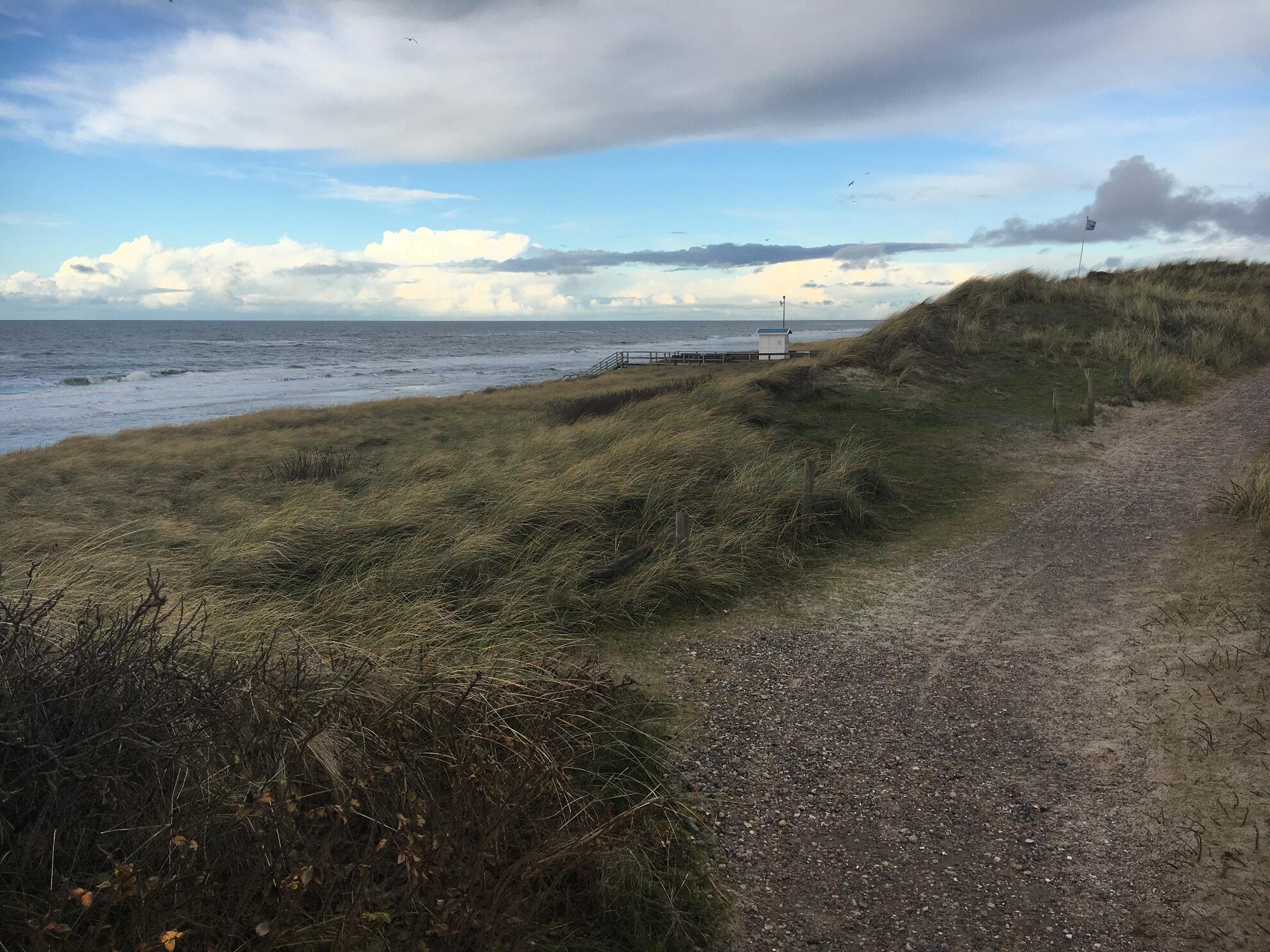 Wanderweg mit Meerblick