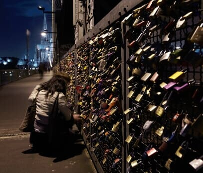 A couple looks at the love locks at the Hohenzollern Bridge in Cologne