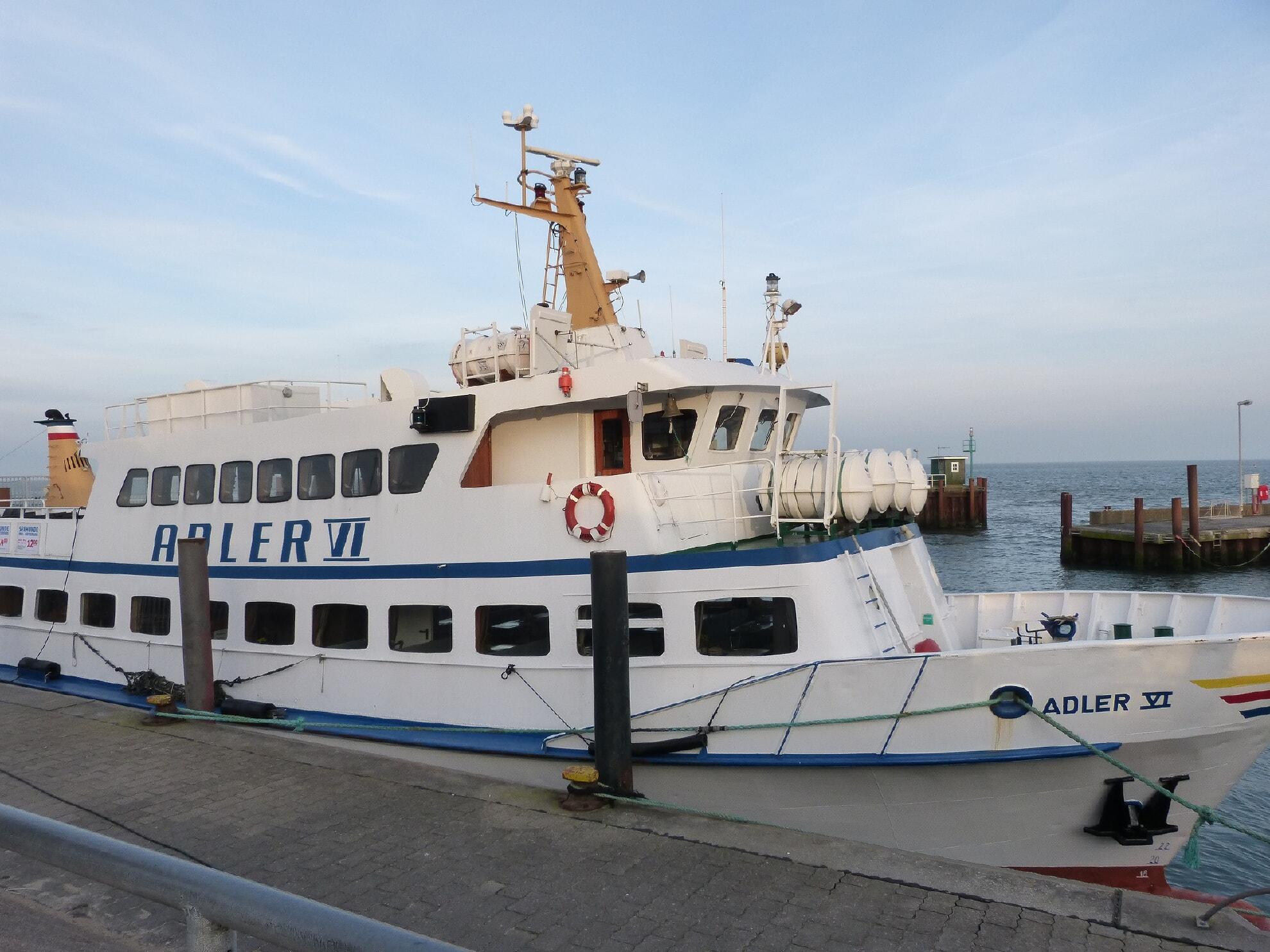 Adler VI im Lister Hafen