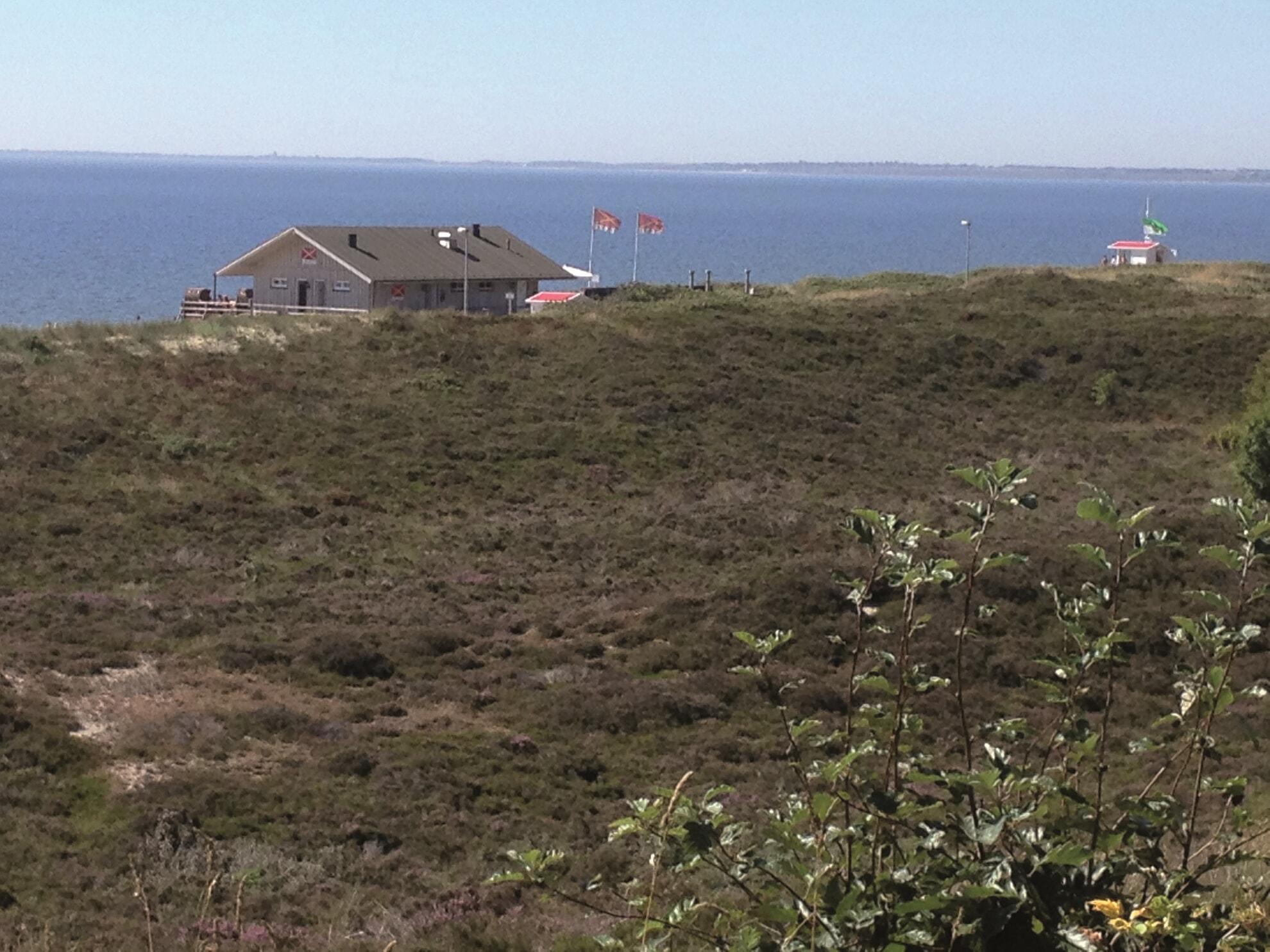 Blick vom Parkplatz aus auf den Oststrand