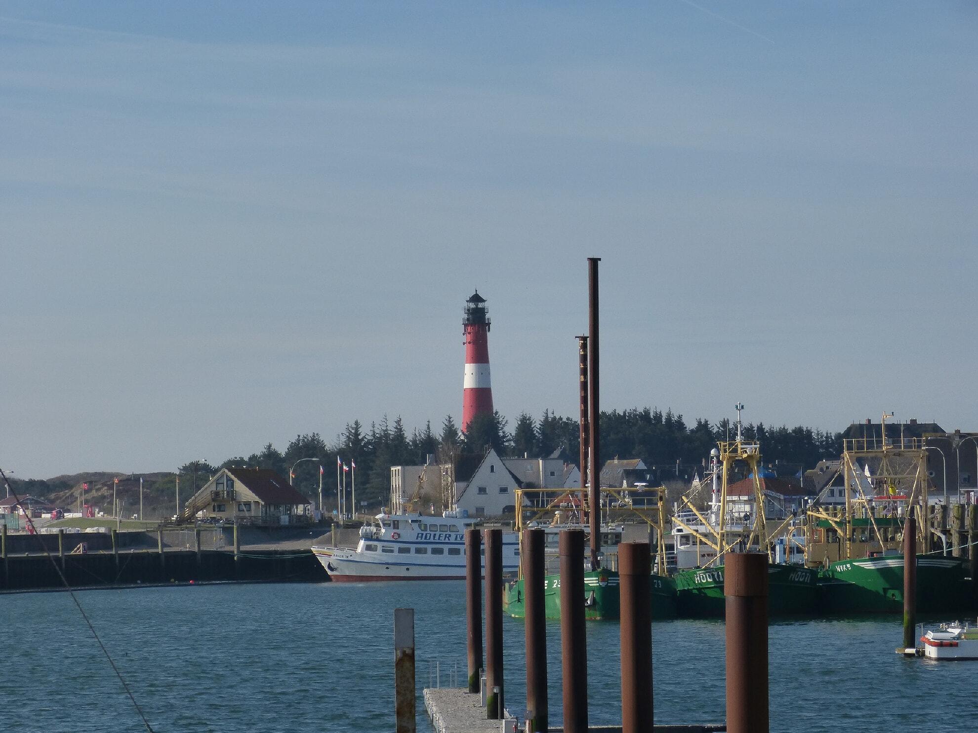 Hörnumer Hafen mit Leuchtturm