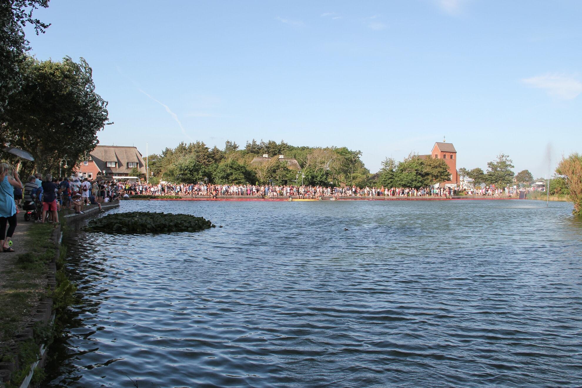 Entenrennen beim Dorfteichfest