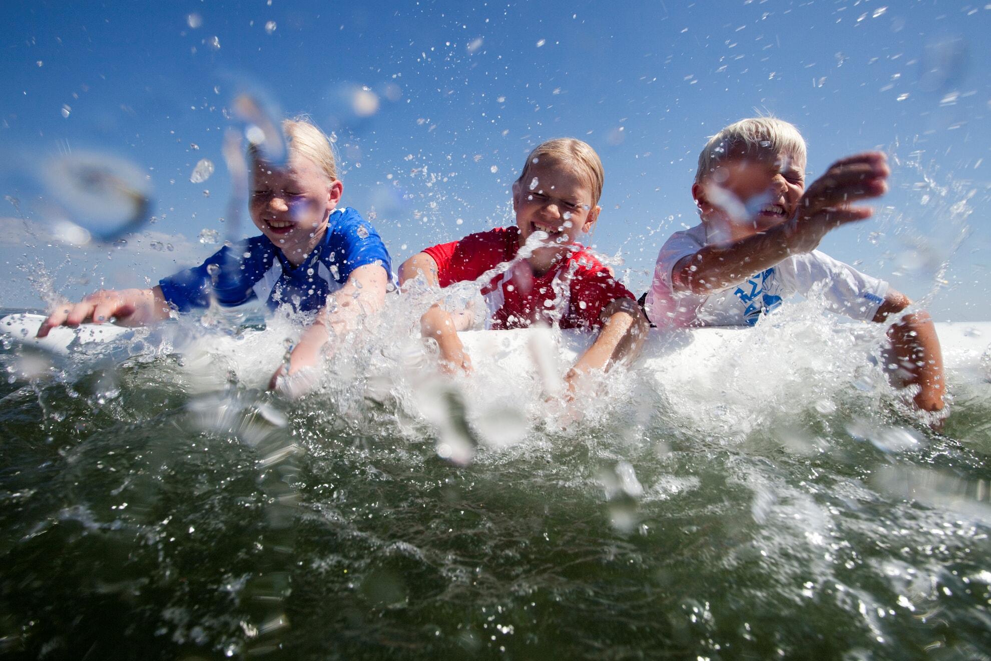 Kinderkurse im Wellenreiten