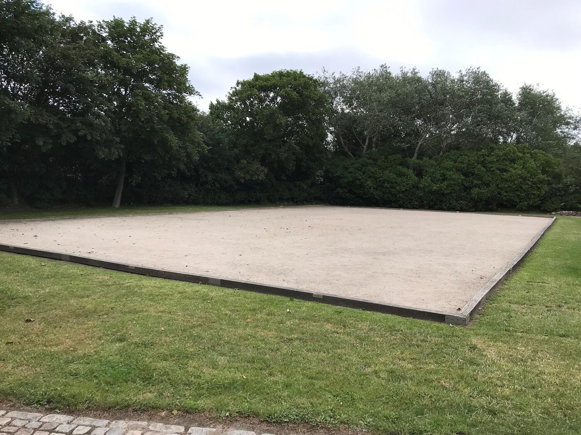 Bouleplatz im Avenarius Park