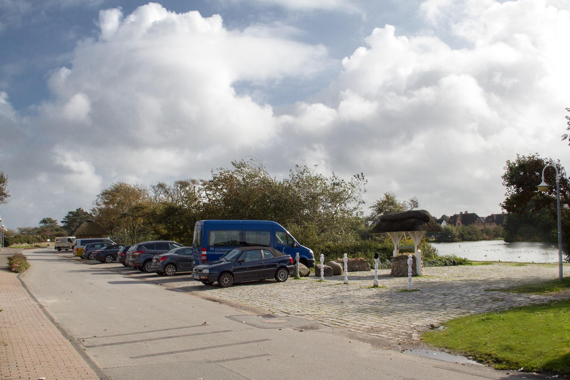 Parkplatz am Dorfteich