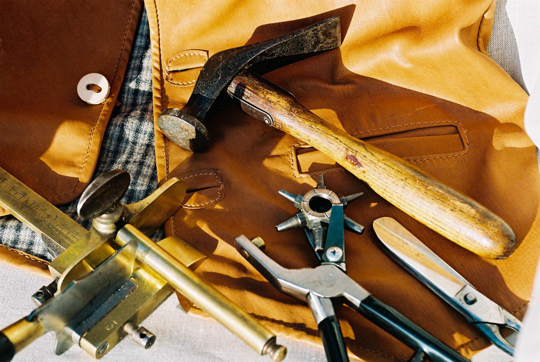 Werkzeuge der Lederwerkstatt