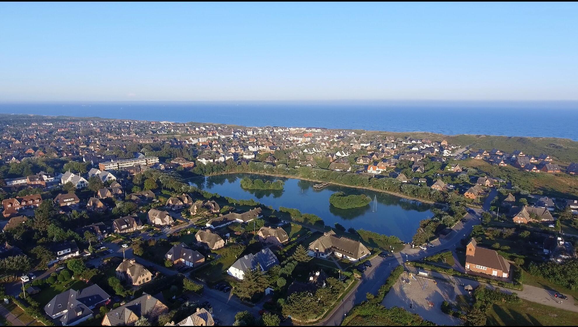 Luftaufnahme vom Wenningstedter Dorfteich