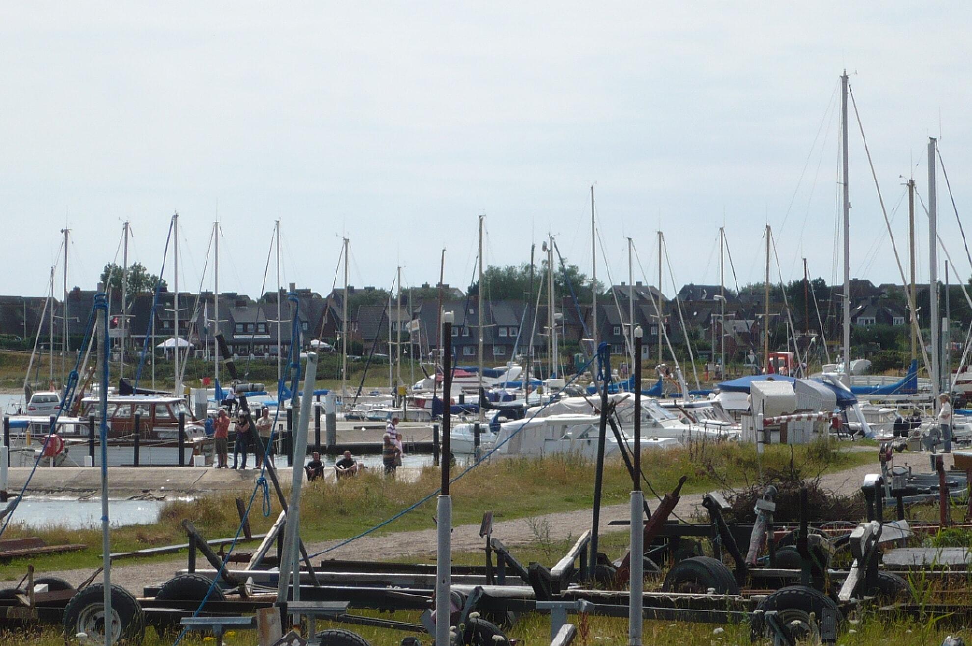 Segelschiffe im Munkmarscher Hafen
