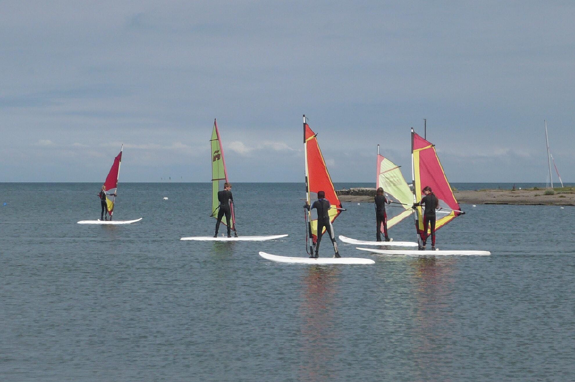 Windsurfschüler in Munkmarsch