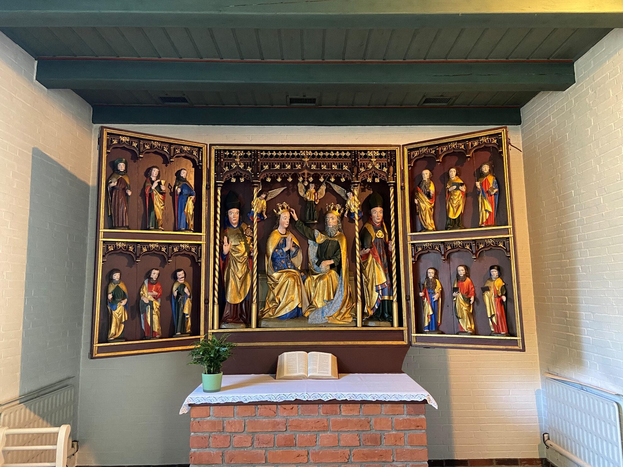 Altar in der Kirche St. Niels