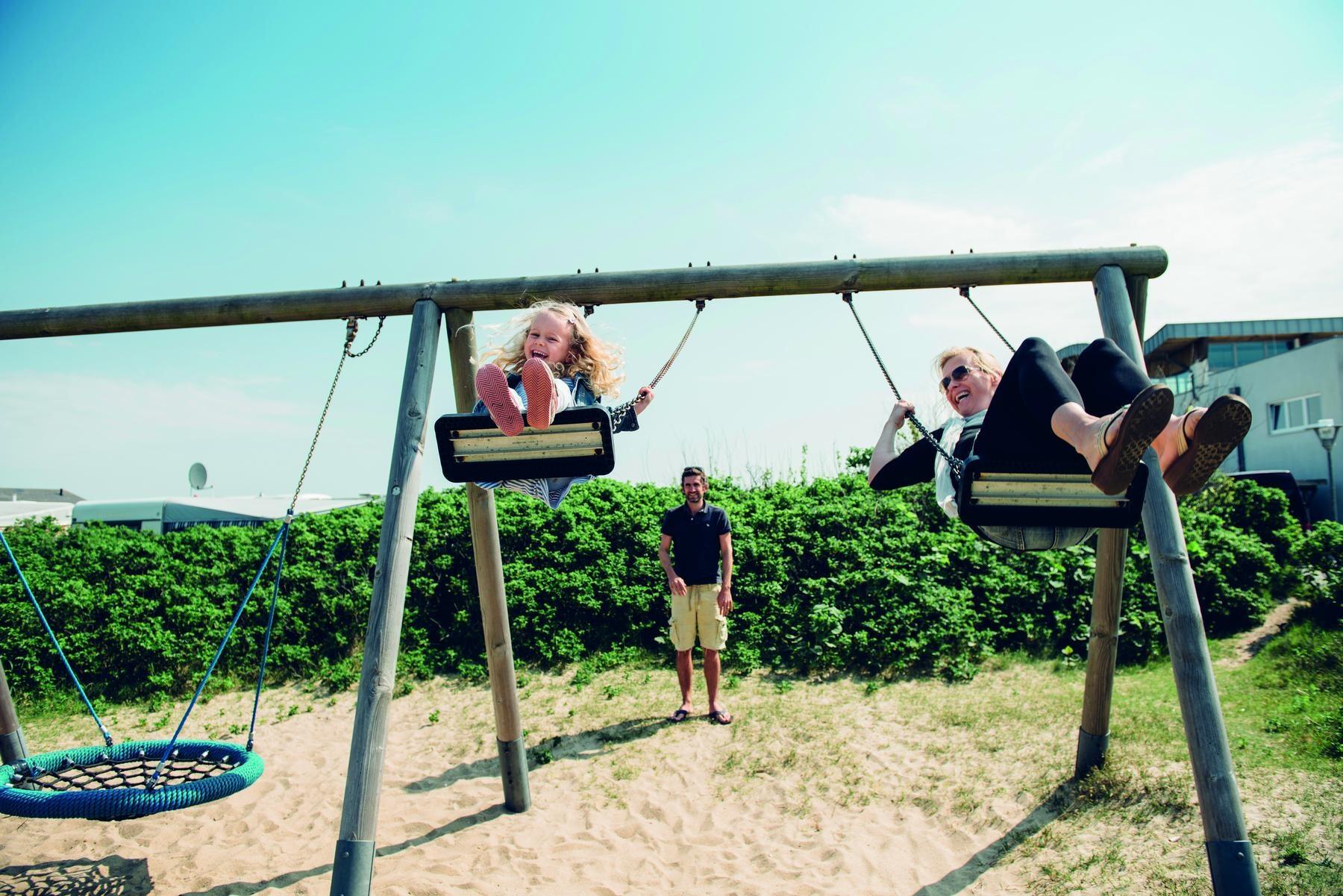 Familienspaß auf dem Spielplatz