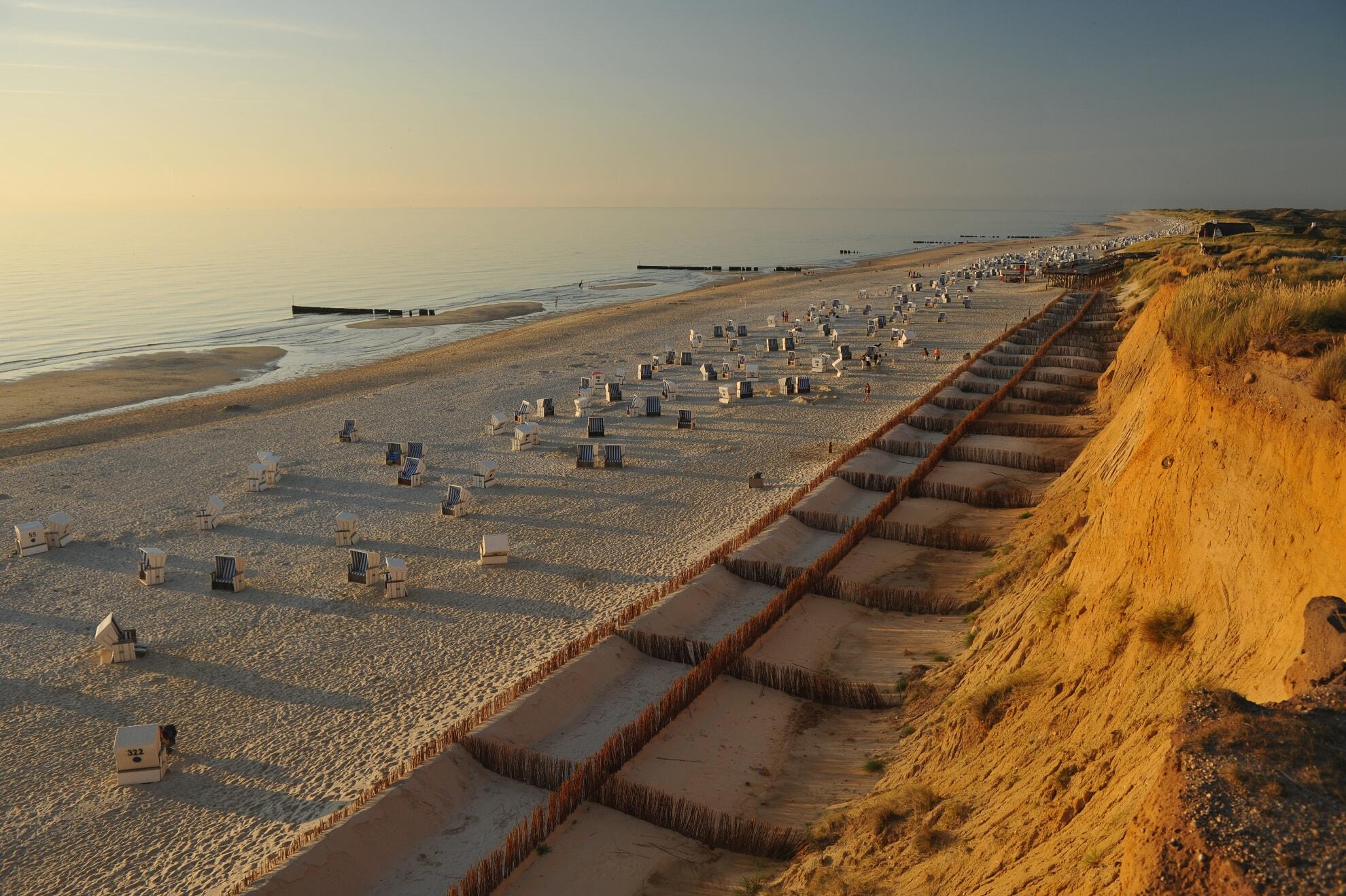 Blick auf den Strand vom Roten Kliff