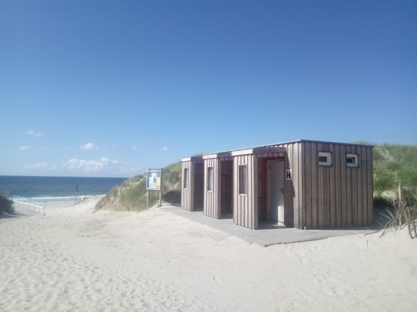 Toiletten am FKK-Strand