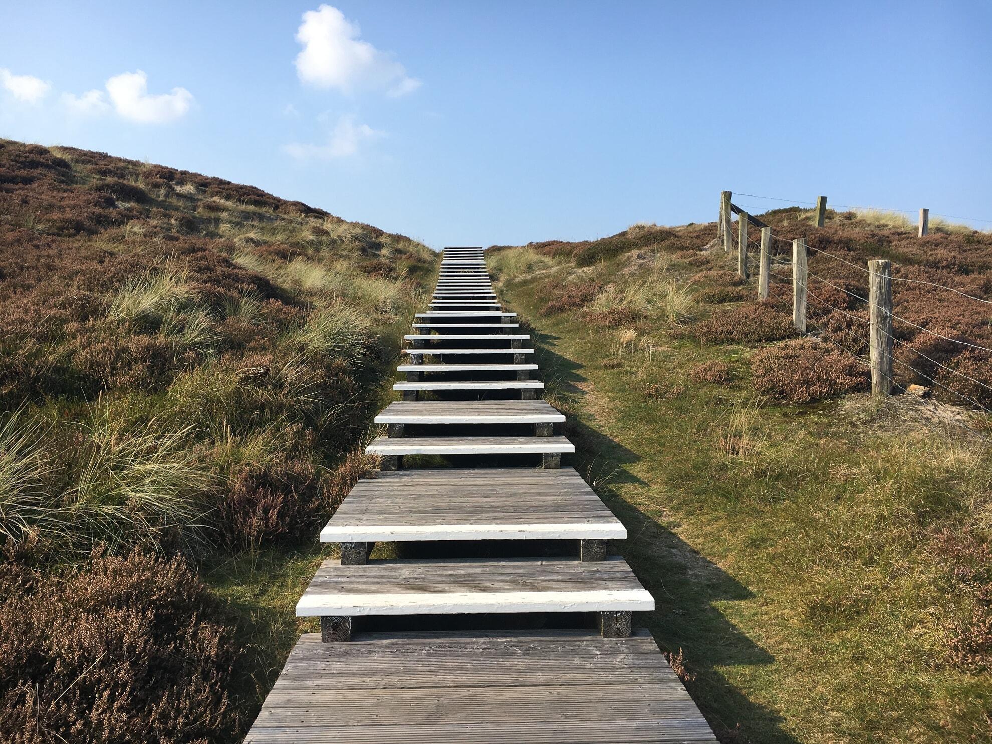 Treppe zum Ausguck über die Wanderdüne