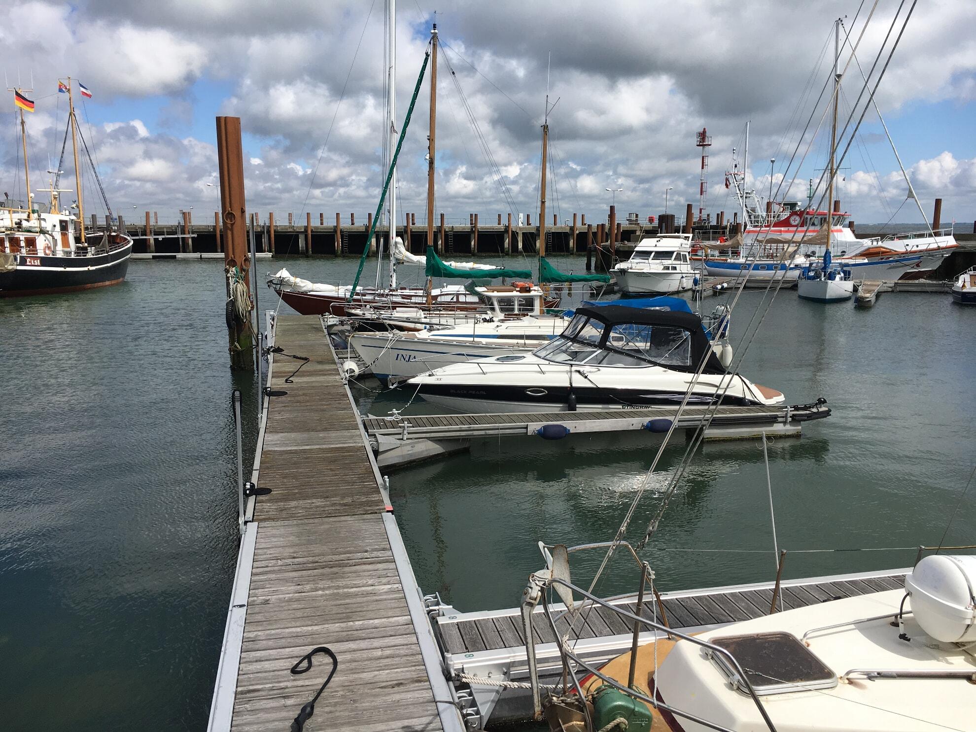 Segelschiffe im Lister Hafen