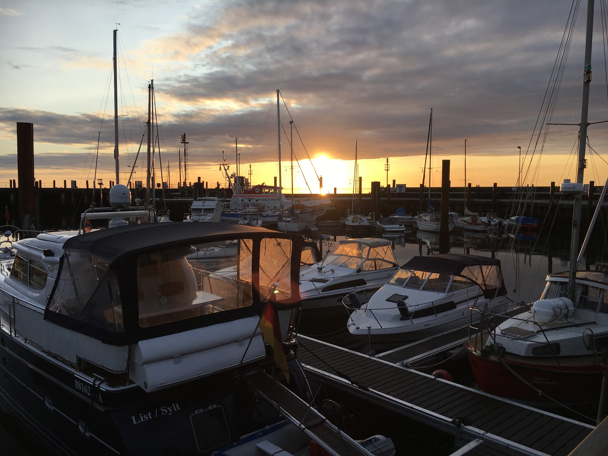 Lister Hafen bei Sonnenaufgang