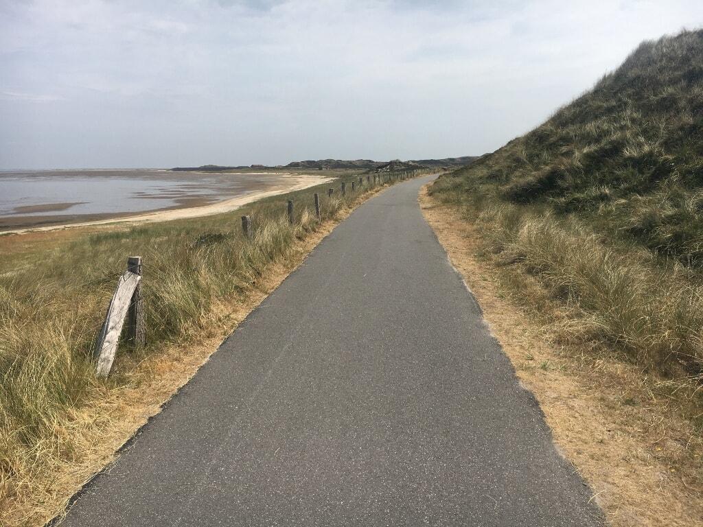 Weg zwischen Königshafen und Dünenlandschaft