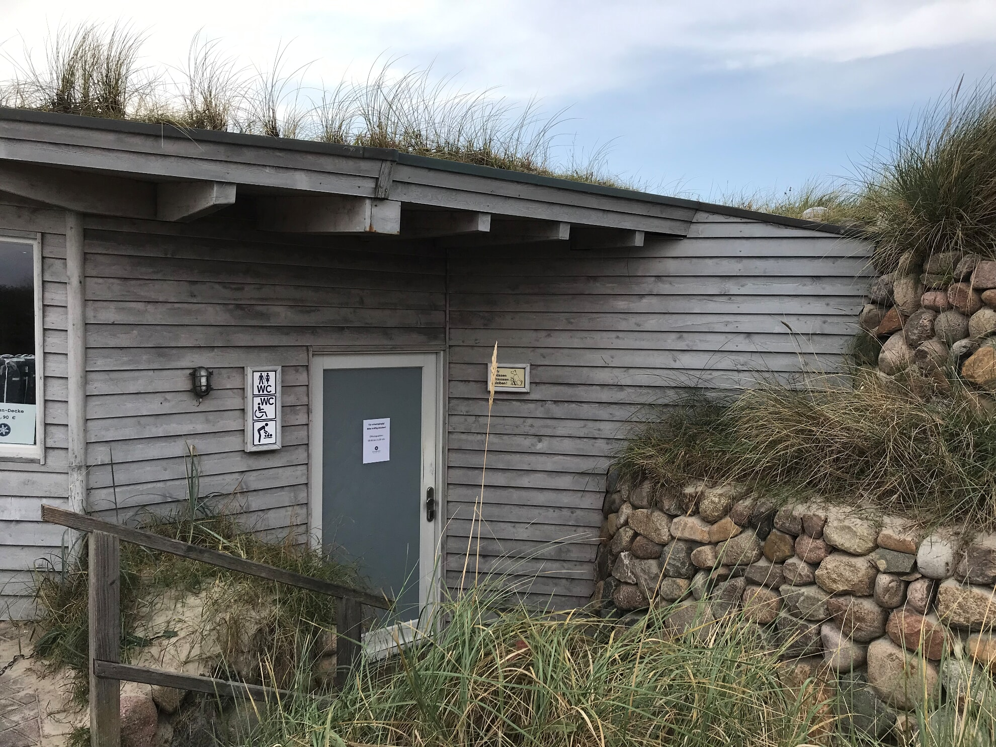 Toiletten am Strandübergang Sturmhaube